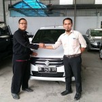 Foto Penyerahan Unit 3 Sales Marketing Mobil Dealer Suzuki Medan Azka